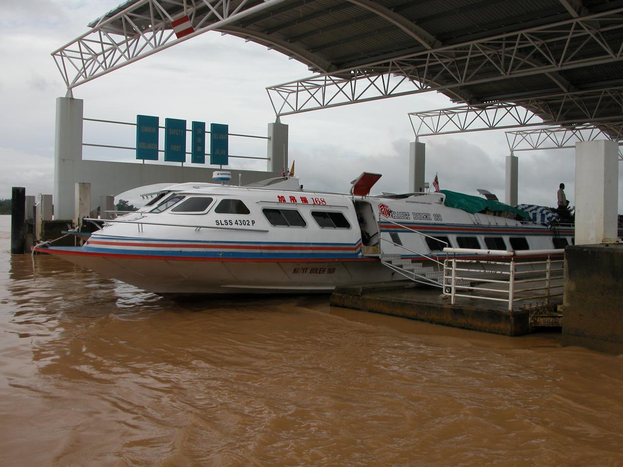 Maleisië, in de haven van Sibu - Sarawak