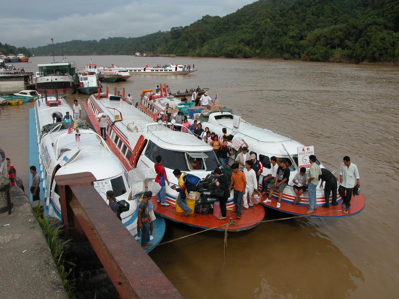 Maleisië, vertrek met de boot vanuit Kapit terug naar Sibu - Sarawak