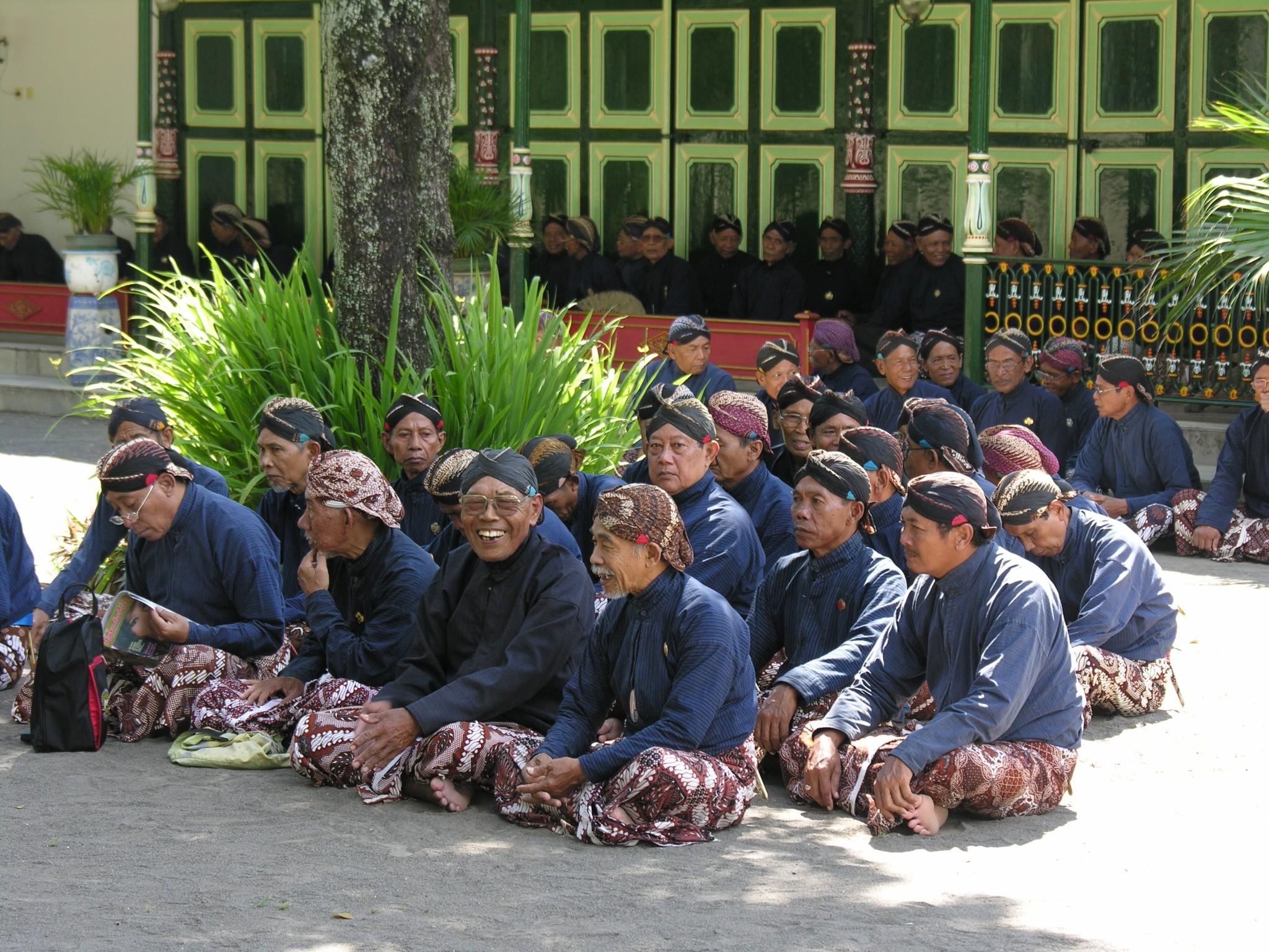 Indonesië, paleiswachters in het kraton van Yogyakarta