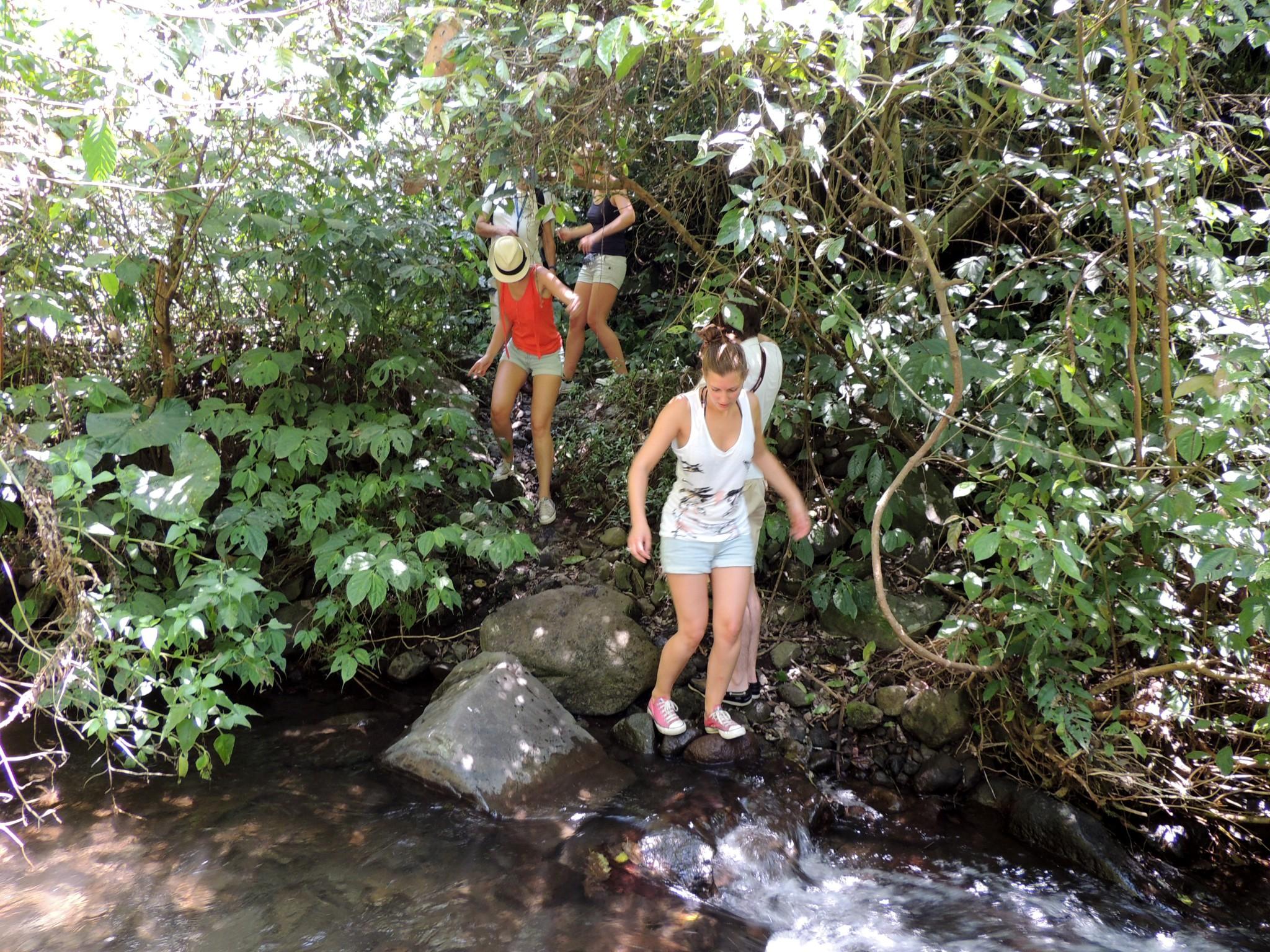 Indonesië, wandeling naar waterval in omgeving van Malang - Oost Java