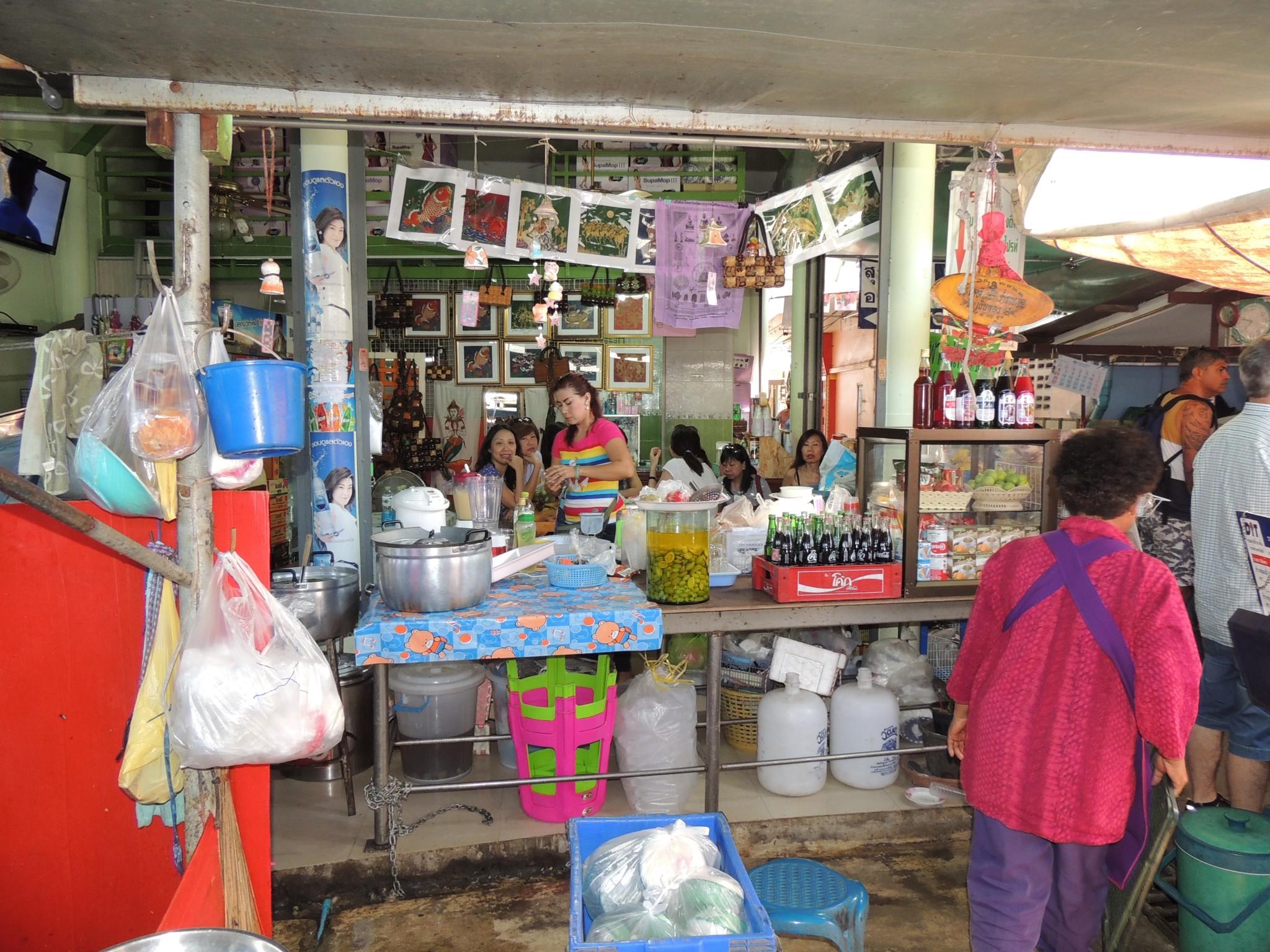 Thailand, de beroemde Maeklong markt