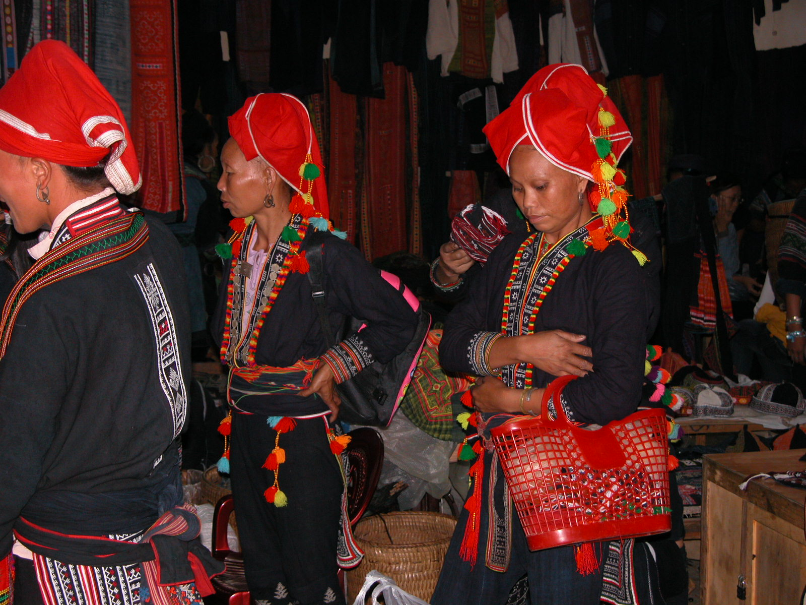 Vietnam, Red Hmongs op lokale markt Sapa