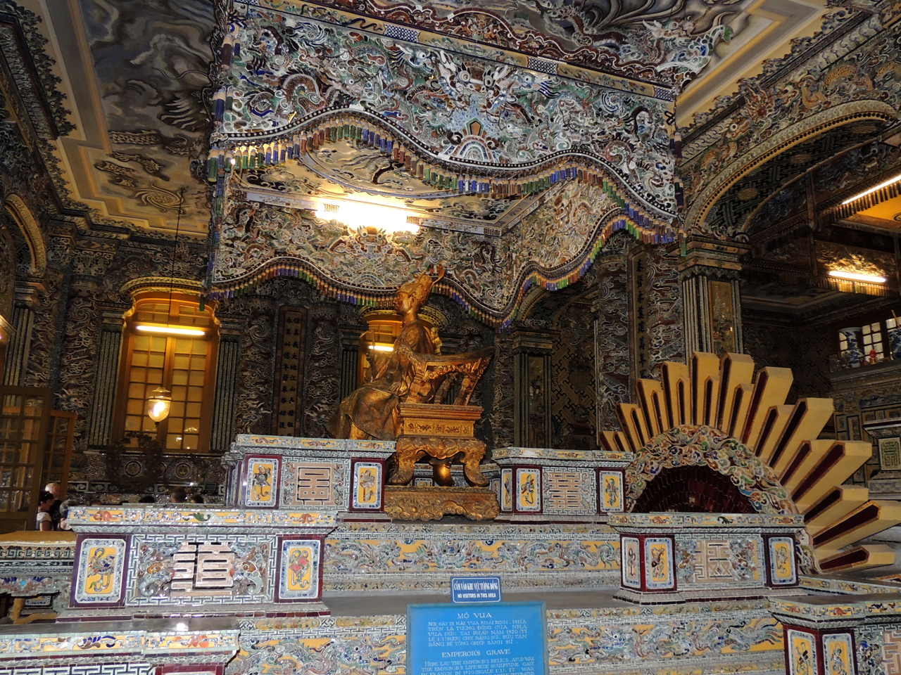 Vietnam, mausoleum van Keizer Khai Ding in Hue