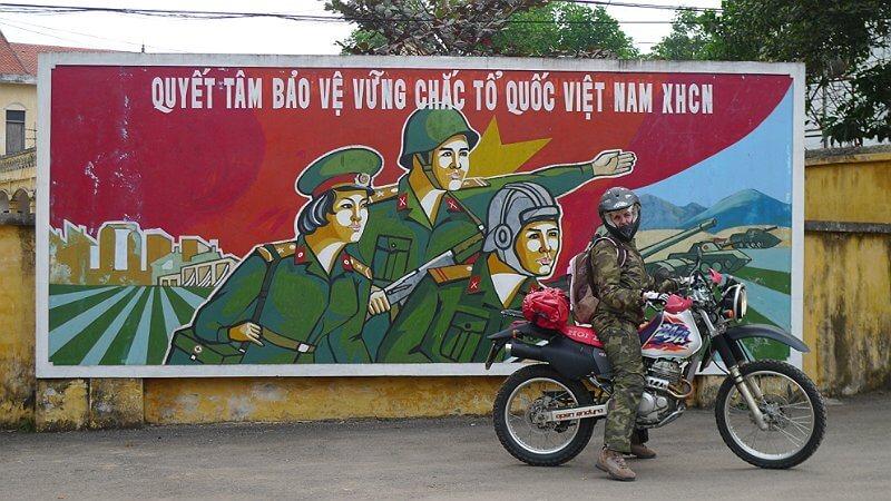 Vietnam, reclame langs de straat in Hanoi